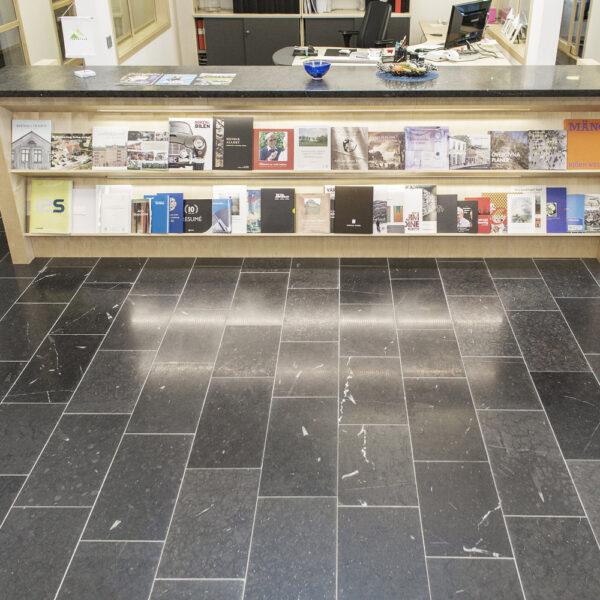 Svart Jämtlandskalksten med slipad yta