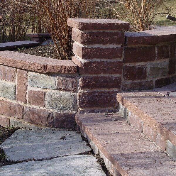Mur och trappa i kalksten