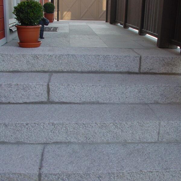 Blocksteg i Ljusgrå Granit