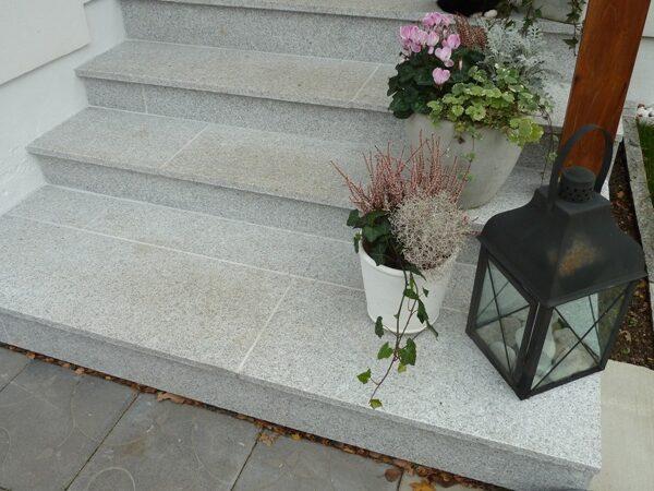 Granit till din trappa, här i flammat utförande