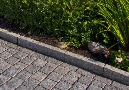Kantsten gjort av granit